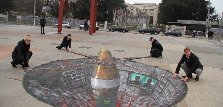 Abolition 2000 members 'prevent nuclear missile launch' in front of the United Nations