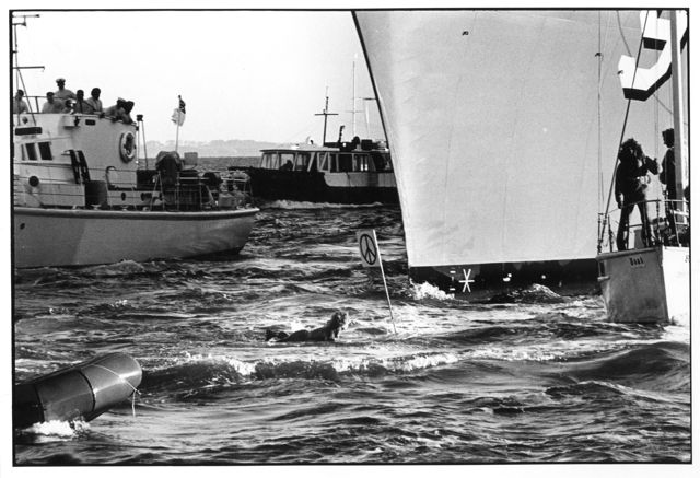 Anti-nuclear surfboarder tries to block the nuclear-armed SS Longbeach from entering Auckland Harbour in 1976